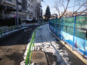 凍りついた歩道